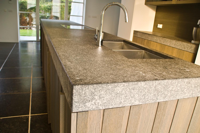 Keukenwerkblad in belgische blauwsteen keukenwerkbladen for Plan de travail pierre bleue prix